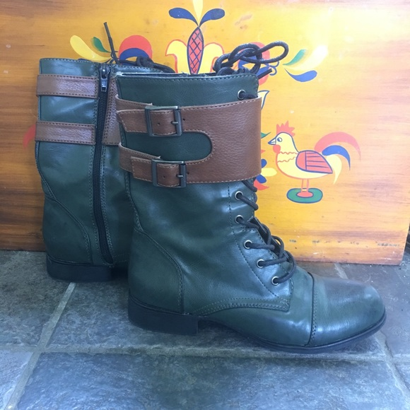Green combat boots with side brown buckles sz 5.5